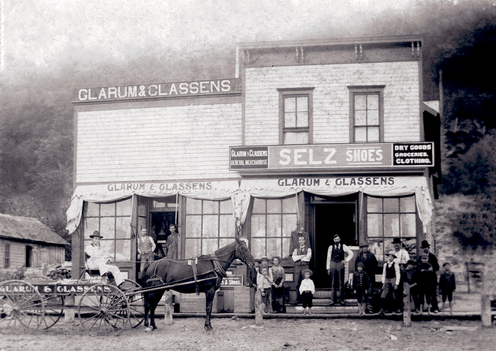 Glarum & Classens bought the warehouse that would later become The Cabbage Shed. Across the street, they had a general merchandise store. Photo courtesy of Benzie Area Historical Museum.